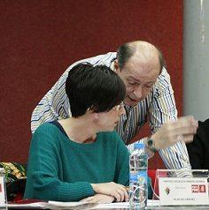 Pilar Ros (PSOE) y Javier Alapont (PP) durante el pasado pleno