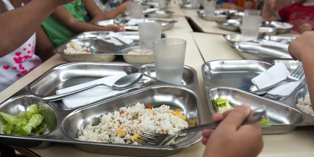 21 niños de Bétera reciben por primera vez el comedor gratuito al ...