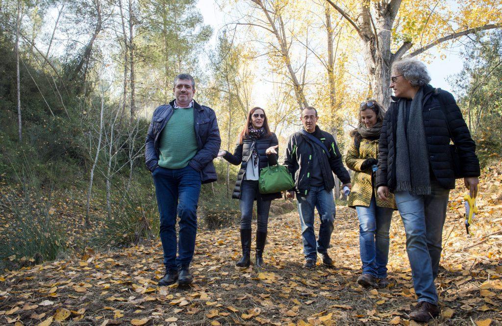Maria Josep Amigó i Josep Bort durant una visita a una zona forestal d'Agullent_Abulaila (1)